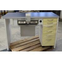 Zahntechnik Arbeitstisch mit Kavo Smartair-Absaugung